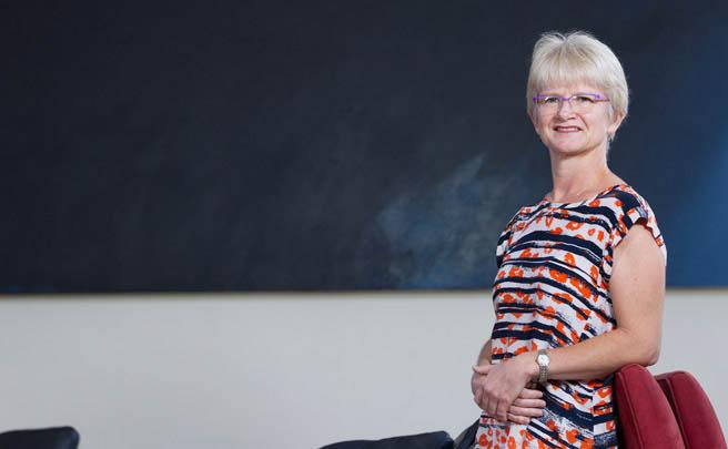 Dr Julia Barton